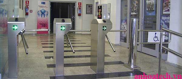Hệ thống cổng kiểm soát lối đi bộ ra vào đếm số lượt An Hòa Tech - tripod barrier
